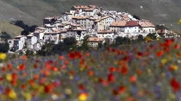 italian tourist trap turned into ghost town by earthquake