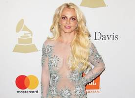 britney spears enter discussions to headline 2018 super bowl