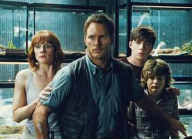 bryce dallas howard shares emotional 'jurassic world' sequel photo as filming wraps
