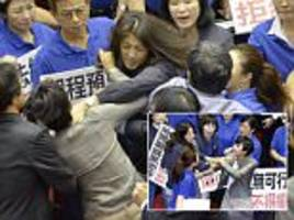 taiwanese female mps try to strangle each other