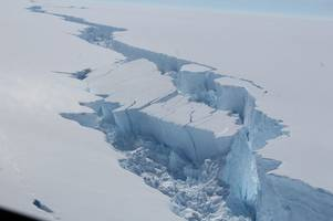 cambridge scientists are monitoring monster iceberg the size of norfolk that has broken free in antarctica