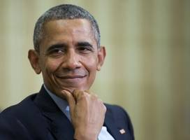 obama back in political fray with democratic fundraiser