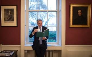 cabinet brexit war: hammond accuses hardliners of targeting him
