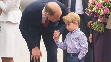 Prince George reluctantly leaves plane in Warsaw