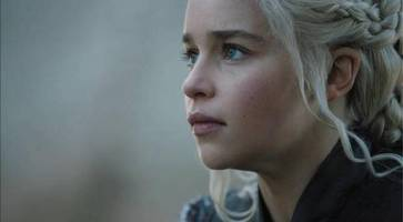 game of thrones season 7 episode 1 review: feminist jon snow, ed sheeran, hipster euron and top knot jokes