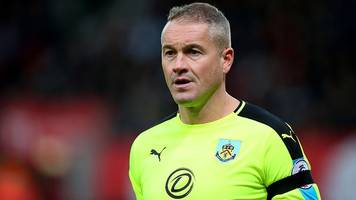 paul robinson: burnley's former england goalkeeper announces retirement