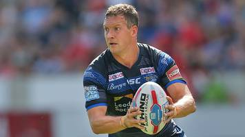 danny mcguire: hull kr sign leeds rhinos captain