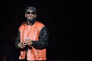 """Parents accuse R. Kelly of """"brainwashing"""" their daughters in abusive """"cult"""":Singer who has faced many accusations in past is now alleged to have """"brainwashed"""" women."""