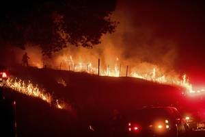 California Wildfire Doubles in Size Overnight Prompting Thousands To Evacuate Near Yosemite