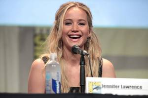 Jennifer Lawrence throws up during Broadway show