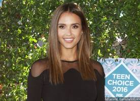 Jessica Alba Flaunts Adorable Baby Bump During Hawaiian Holiday