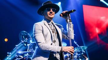 linkin park singer chester bennington found dead