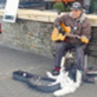 man and dog busking duet wows queenstown