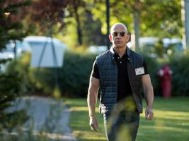 Amazon CEO Jeff Bezos is now on Instagram (AMZN)