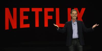 some verizon users are saying their netflix streams are being throttled (vz, nflx)