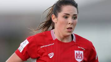 Ellie Wilson: Defender signs a new contract for Bristol City