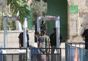 Metal detectors will stay on Temple Mount, says Israeli cabinet