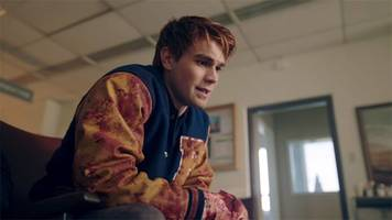 sdcc: riverdale reveals season two trailer, season one bloopers and what to expect this fall