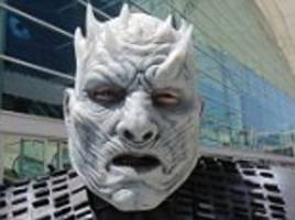fans flock to san diego comic con dressed up