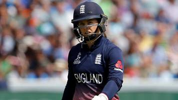 Women's Cricket World Cup: Tammy Beaumont goes cheaply as England stutter