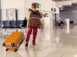 ryanair accuses families of making toddlers drag suitcases