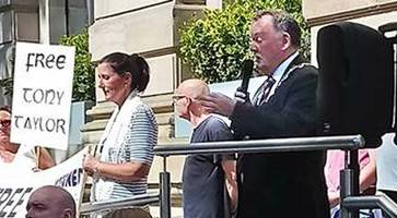 derry sinn fein mayor wears chain of office to rally for dissident republican