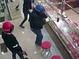 robbers fail to break into jewellery display cabinet