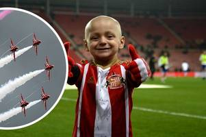 red arrows pay a heartwarming tribute to young cancer victim bradley lowery