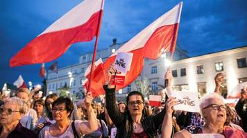 Poland court reforms: EU says it is launching legal action
