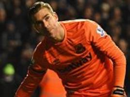 Crystal Palace target West Ham keeper Adrian in £3m deal