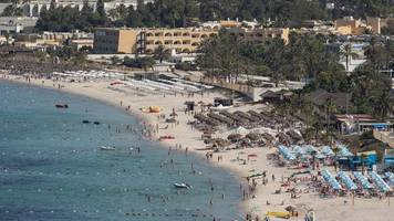 UK government relaxes travel advice for Tunisia