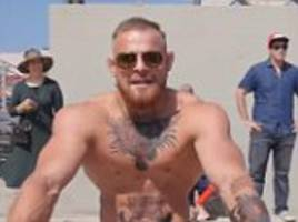 Conor McGregor impersonator mobbed by supporters in LA