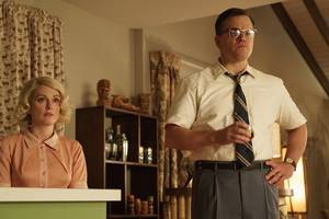 matt damon, julianne moore do bad things in george clooney's 'suburbicon' trailer (video)