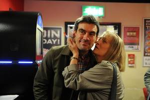Emmerdale's Cain Dingle mobbed by super fans as he tours Hull