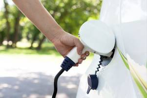 apathy among drivers to choose an electric or hybrid car despite plans to ban petrol and diesel models