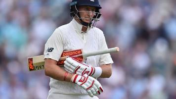 England v South Africa: Joe Root out after Quinton de Kock takes 'unbelievable' catch