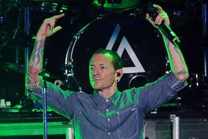 chester bennington's widow breaks silence on death: 'how do i pick up my shattered soul?'