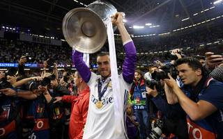 gareth bale's agent pours scorn on manchester united transfer rumours