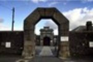 prisoner escapes onto roof of dartmoor jail
