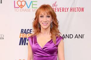 kathy griffin shaves her head in support of sister's battle with cancer (photos)