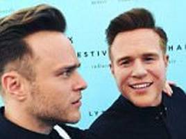 olly murs appears to take a jibe at his estranged twin