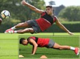 alexis sanchez works hard in arsenal training session