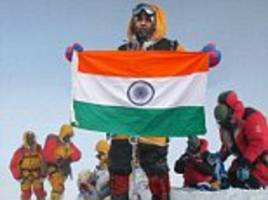 indian police officers sacked over mount everest fake pic