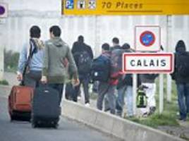 migrants make 30,000 bids to get into uk from calais