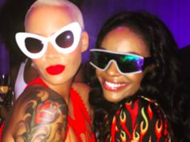 "azealia banks pulls an amber rose w/ nude bottomless pic: ""i will delete this soon, screen shot the sh*t"""