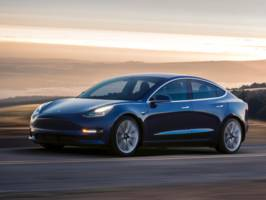 Here are the biggest differences between Tesla's Model 3 and Model S (TSLA)