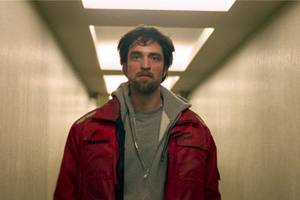 'good time' review: robert pattinson lurches desperately through queens