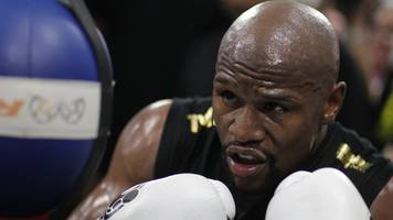 Floyd Mayweather v Conor McGregor: American says fight 'won't go the distance'