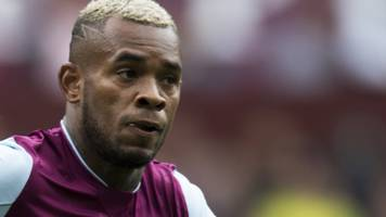 Leandro Bacuna: Reading sign Aston Villa midfielder on four-year deal