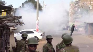 kenya election: police fire teargas at odinga's supporters